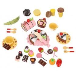 Drewniany kuferek ze słodyczami